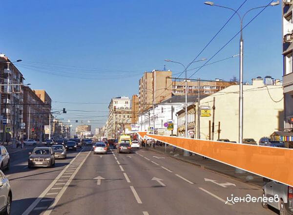Продолжайте идти. Слева ориентир — здание банка «ВТБ»