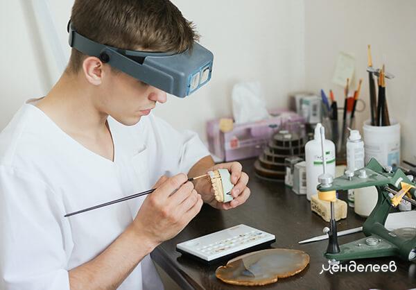 Изготовление в собственной зуботехнической лаборатории.